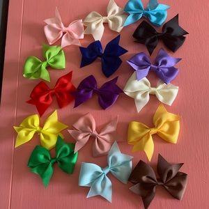 16 Pinwheel Bows